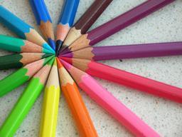 Crayons de couleurs. Source : http://data.abuledu.org/URI/47f49473-crayons-de-couleurs