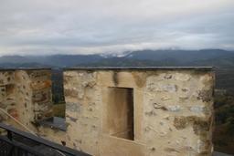 Créneaux du rempart du château de Mauvezin. Source : http://data.abuledu.org/URI/54b83b19-creneaux-du-rempart-du-chateau-de-mauvezin