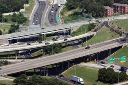 Croisement d'autoroutes. Source : http://data.abuledu.org/URI/502a359d-croisement-d-autoroutes