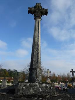 Croix de cimetière à Saint-Seurin d'Artigues. Source : http://data.abuledu.org/URI/582797b8-croix-de-cimetiere-a-saint-seurin-d-artigues-