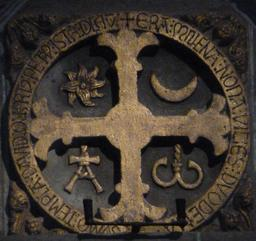 Croix de consécration à Saint-Jacques de Compostelle. Source : http://data.abuledu.org/URI/55de2e5e-croix-de-consecration-a-saint-jacques-de-compostelle