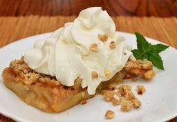 Crumble aux pommes avec de la crème chantilly. Source : http://data.abuledu.org/URI/53515e70-crumble-aux-pommes-avec-de-la-creme-chantilly