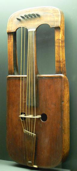Crwth celtique. Source : http://data.abuledu.org/URI/533a9a25-crwth