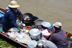 Cuisine flottante en Thailande. Source : http://data.abuledu.org/URI/52960d8f-cuisine-flottante-en-thailande