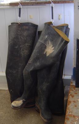 Cuissardes d'ostréiculteurs. Source : http://data.abuledu.org/URI/50466252-cuissardes-d-ostreiculteurs