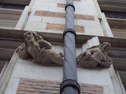 Cul-de-lampe homme sauvage et femme à Blois. Source : http://data.abuledu.org/URI/56b78eea-cul-de-lampe-homme-sauvage-et-femme-a-blois