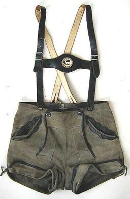 Culotte de cuir à bretelles. Source : http://data.abuledu.org/URI/50fd56ab-culotte-de-cuir-a-bretelles