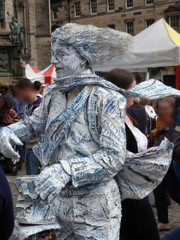 Dans les rues d'Édimbourg pendant le festival. Source : http://data.abuledu.org/URI/55df1d5f-dans-les-rues-d-edimbourg-pendant-le-festival