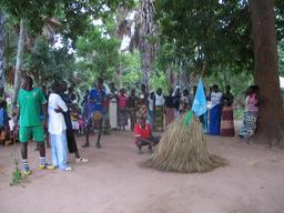Danse du Kumpo Diola en Casamance. Source : http://data.abuledu.org/URI/5488499c-danse-du-kumpo-diola-en-casamance