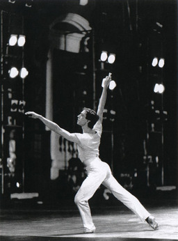 Danseur contemporain. Source : http://data.abuledu.org/URI/502d7219-danseur-contemporain