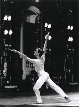 Danseur contemporain. Source : http://data.abuledu.org/URI/502d7219-danseur-contemporain