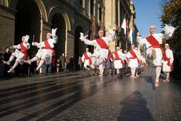 Danseurs basques à Saint Sébastien. Source : http://data.abuledu.org/URI/527fe5da-danseurs-basques-a-saint-sebastien