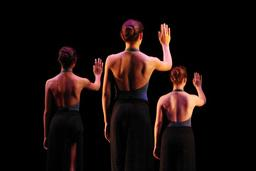 Danseuses contemporaines de dos. Source : http://data.abuledu.org/URI/53369274-danseuses-contemporaines-de-dos