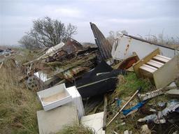 Décharge sauvage dans l'île de Man. Source : http://data.abuledu.org/URI/510ead87-decharge-sauvage-dans-l-ile-de-man