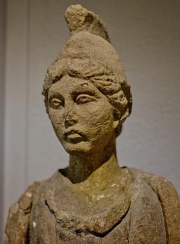 Déesse au bonnet phrygien au musée de Dijon. Source : http://data.abuledu.org/URI/56cee37b-deesse-au-bonnet-phrygien-au-musee-de-dijon