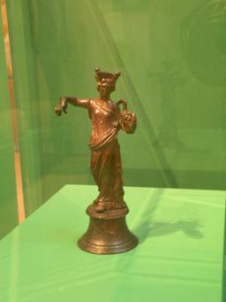 Déesse Tutela en bronze de Gonesse. Source : http://data.abuledu.org/URI/55219ed8-deesse-tutela-en-bronze-de-gonesse