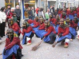 Défilé de sorcières. Source : http://data.abuledu.org/URI/502d7508-defile-de-sorcieres