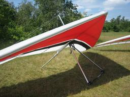 Deltaplane à terre. Source : http://data.abuledu.org/URI/527185b0-deltaplane-a-terre