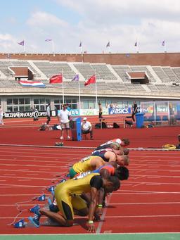 Départ d'un 100 mètres hommes. Source : http://data.abuledu.org/URI/54737b19-depart-d-un-100-metres-hommes