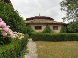 Dépendance dans le parc du Château Malleret à Cadaujac. Source : http://data.abuledu.org/URI/594eacb5-dependance-dans-le-parc-du-chateau-malleret-a-cadaujac