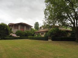 Dépendances dans le parc du Château Malleret à Cadaujac. Source : http://data.abuledu.org/URI/594eacf4-dependances-dans-le-parc-du-chateau-malleret-a-cadaujac