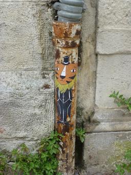 Descente d'eau d'hôtel particulier de La Rochelle. Source : http://data.abuledu.org/URI/5821fa78-descente-d-eau-d-hotel-particulier-de-la-rochelle
