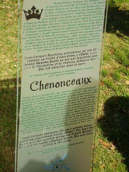 Descriptif bilingue du château de Chenonceau. Source : http://data.abuledu.org/URI/50f11e77-descriptif-bilingue-du-chateau-de-chenonceau