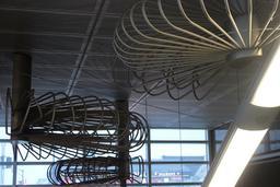 Dessins suspendus en acier à Montréal. Source : http://data.abuledu.org/URI/597810e4-dessins-suspendus-en-acier-a-montreal