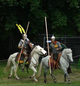Deux cavaliers romains. Source : http://data.abuledu.org/URI/5341ba09-deux-cavaliers-romains