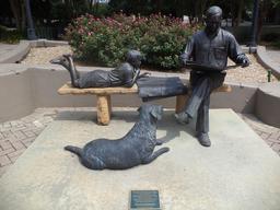 Deux lecteurs et leur chien. Source : http://data.abuledu.org/URI/5962b8fa-deux-lecteurs-et-leur-chien