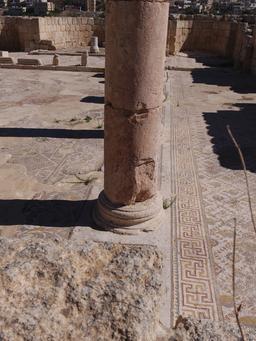 Deux pavements de mosaïques à Jerash. Source : http://data.abuledu.org/URI/54b30822-deux-pavements-de-mosaiques-a-jerash