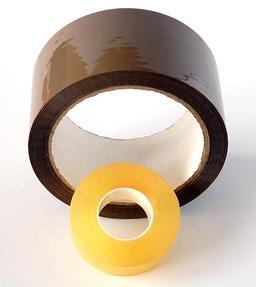 Deux rouleaux de papier collant. Source : http://data.abuledu.org/URI/50c64fd7-deux-rouleaux-de-papier-collant