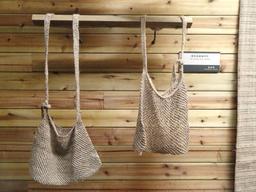 Deux sacs de chanvre chinois. Source : http://data.abuledu.org/URI/54a45a06-deux-sacs-de-chanvre-chinois