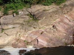 Discordance géologique. Source : http://data.abuledu.org/URI/50957747-discordance-geologique