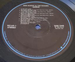 Disque vinyle 33 tours. Source : http://data.abuledu.org/URI/524843cc-disque-vinyle-33-tours