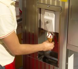 Distributeur automatique à glace. Source : http://data.abuledu.org/URI/53516c7e-distributeur-automatique-a-glace