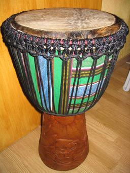 Djembe. Source : http://data.abuledu.org/URI/50f03f5f-djembe