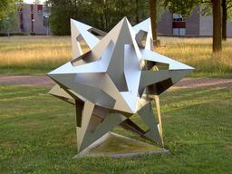 Dodécaèdre étoilé d'Escher. Source : http://data.abuledu.org/URI/54b58a88-dodecaedre-etoile-d-escher