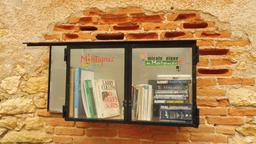 Don de livres à Montignac. Source : http://data.abuledu.org/URI/5994d0b5-don-de-livres-a-montignac