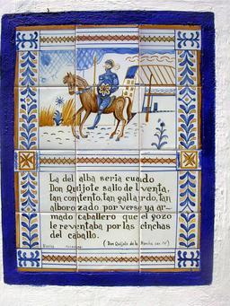 Don Quijote à Puerto Lapice - 1. Source : http://data.abuledu.org/URI/5569eccb-don-quichotte-sur-une-porte-recouverte-de-carreaux-de-faience