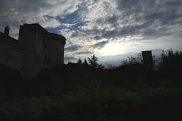 Donjon de Loches le soir. Source : http://data.abuledu.org/URI/55e40b2e-donjon-de-loches-le-soir