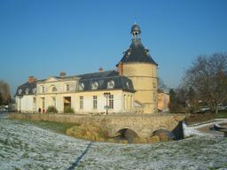 Donjon de Sainte-Geneviève-des-Bois. Source : http://data.abuledu.org/URI/503cfa95-donjon-de-sainte-genevieve-des-bois