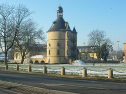 Donjon de Ste Geneviève-des-Bois. Source : http://data.abuledu.org/URI/503cf956-donjon-de-ste-genevieve-des-bois