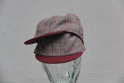 Double casquette. Source : http://data.abuledu.org/URI/53c719f5-double-casquette