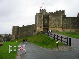 Douves du château de Douvres. Source : http://data.abuledu.org/URI/5654a3d6-douves-du-chateau-de-douvres