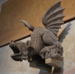 Dragon en pierre. Source : http://data.abuledu.org/URI/50e3177c-dragon-en-pierre