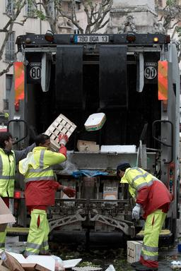 Éboueurs au travail. Source : http://data.abuledu.org/URI/56c886b9-eboueurs-au-travail