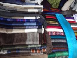 Écharpes en laine d'alpaga en Équateur. Source : http://data.abuledu.org/URI/533c475b-echarpes-en-laine-d-alpaga-en-equateur