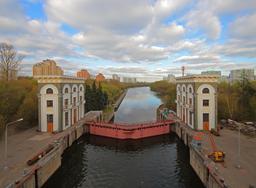 Écluse sur le canal de la Moskova. Source : http://data.abuledu.org/URI/5416eda0-ecluse-sur-le-canal-de-la-moskova