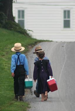 Écoliers Amish. Source : http://data.abuledu.org/URI/51fa8c9e-ecoliers-amish